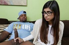 Mia Khalifa Secretly Does Xxx With A Perverted Slut