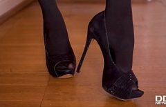A Sexy Blonde In Heels Fucks Brutally In Her Pussy Moved With Her Boss
