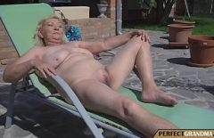 Broom With Orgasms In Her Pussy Fucks Deeply Until She Feels It All