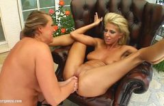 Two Blondes Masturbate And Put Their Hands In Their Pussy