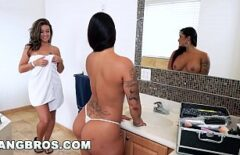 Three Pussies Lick Each Other In The Bathroom